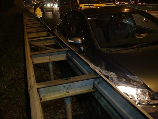 Automobiliste gewond bij botsing met vrachtwagen op A28 bij Staphorst