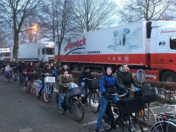 Chaos in Oisterwijk: lange wachtrijen voor spoorbomen door kapotte trein