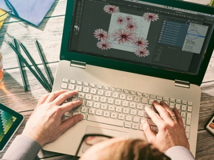 Learn Graphic Design Without Going To Art School With This Course