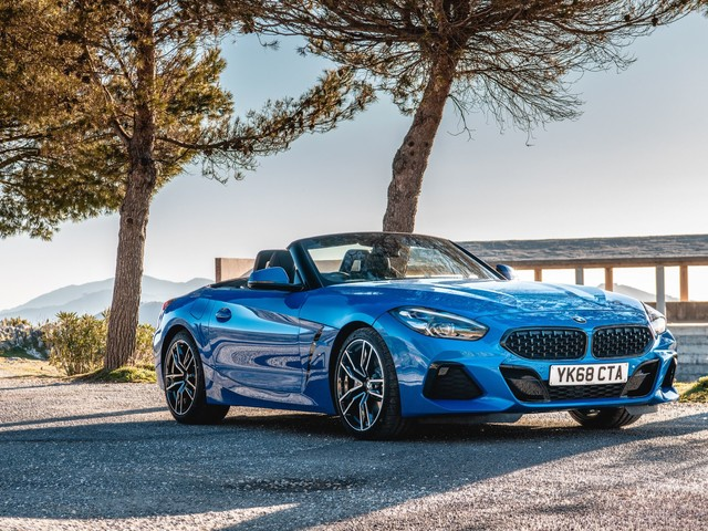 Photoshoot with the BMW Z4 sDrive20i M Sport Package in Misano Blue Metallic