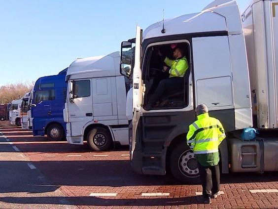 Boetes voor chauffeurs die in truck bivakkeren: 'Elk mens verdient goede voorzieningen'