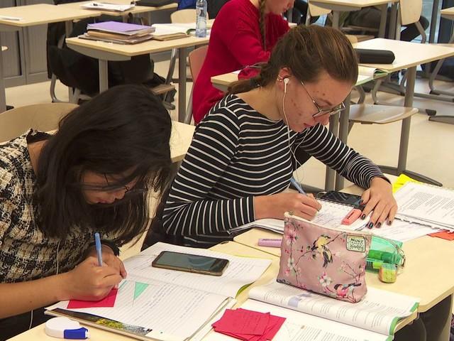 Coronanieuws: scholen mogen weer open, omzet horeca nooit eerder zo gedaald