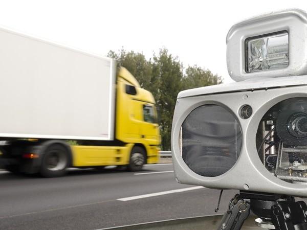 Man rijdt 55 kilometer te hard in Kampen en moet rijbewijs inleveren