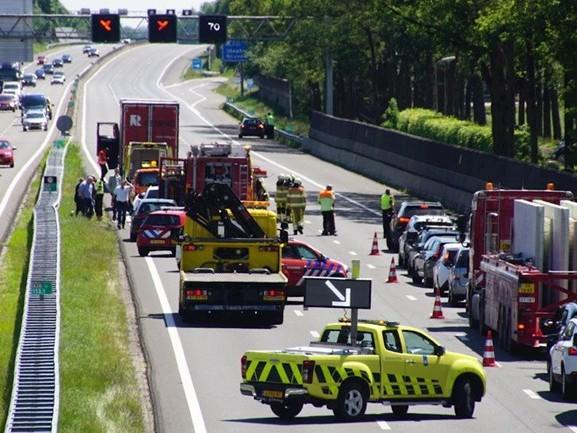 Flinke file op A28 bij Staphorst door ongeluk