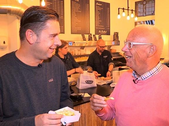 'Ik kreeg als PSV'er een kopstoot van de grensrechter', zegt oud-speler Bertus Quaars in Frietje Met