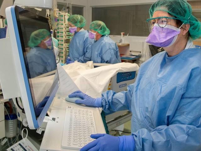 '1 coronapatiënt die 3 weken op de ic ligt, betekent 10 operaties afzeggen'