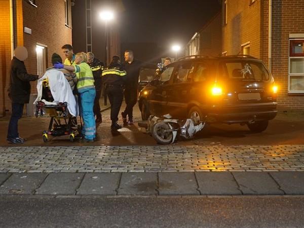 Scooterrijder gewond bij aanrijding met auto in Deventer