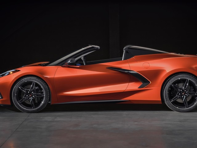 2020 Chevy Corvette Stingray Convertible debuts with a neat hardtop