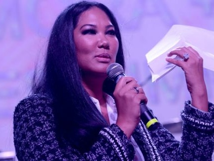 Kimora Lee Simmons Allegedly Hand Delivered A Fade At The FedEx Store Over The Last Parking Spot