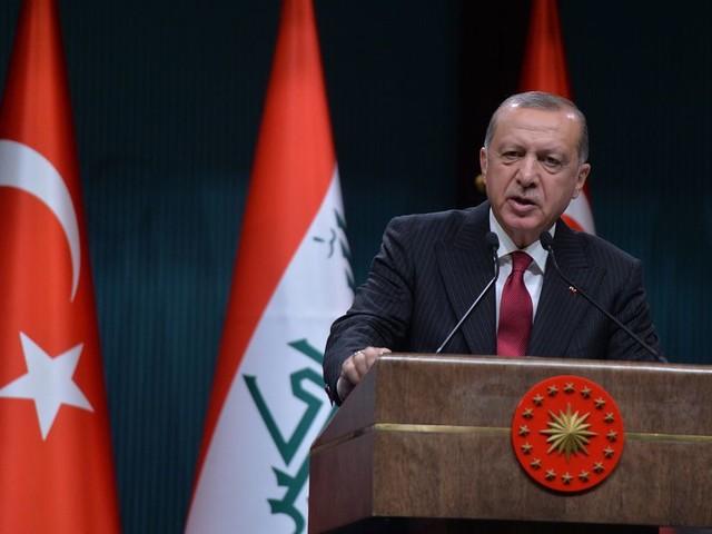 Door iedereen behalve zichzelf de schuld te geven, blokkeert Erdogan de uitweg