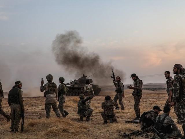 Nu de Amerikanen weg zijn uit Syrië, werpt Rusland zich op als bemiddelaar
