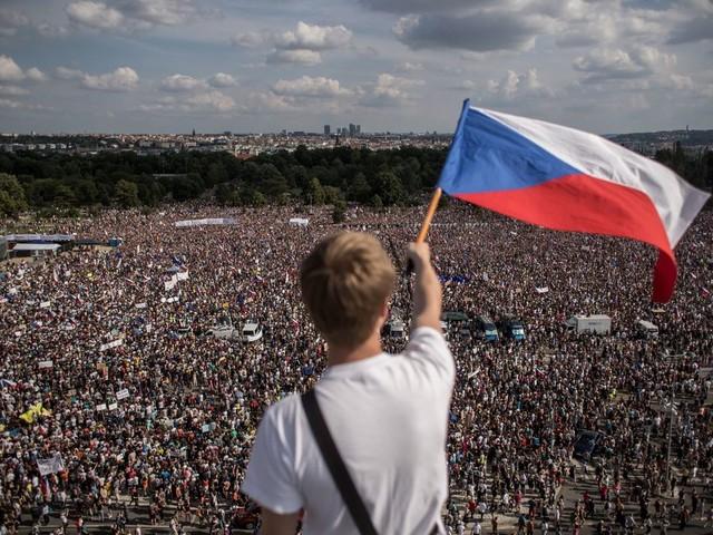 Kwart miljoen Tsjechen protesteren in Praag tegen miljardair-premier Babis