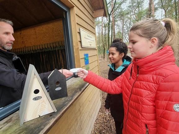 Gratis klimmen bij Klimrijk en de processierups bestrijden? Betaal met een vogelhuisje