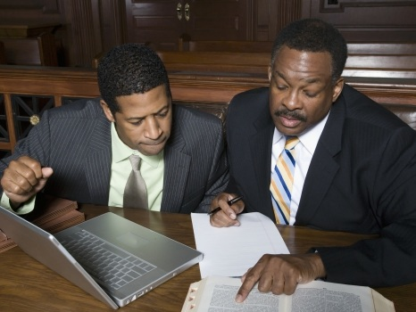 Advantages of Hiring The Services of A Business Lawyer