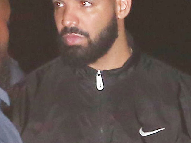 MUST-SEE VIDEO - Watch Drake Get BOOED Off Stage At Camp Flog Gnaw!