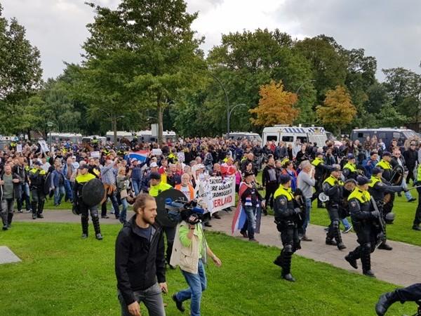 Alle 32 gearresteerde demonstranten Enschede weer vrij