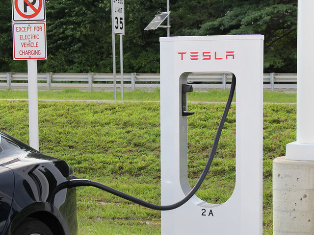 Tesla Thinks About Building Convenience Stores Around Superchargers