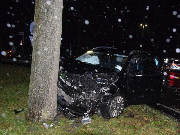 Auto total loss bij ongeluk in Hardenberg, automobilist gewond