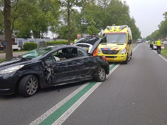 Twee auto's rijden tegen elkaar in Nieuwleusen, één gewonde