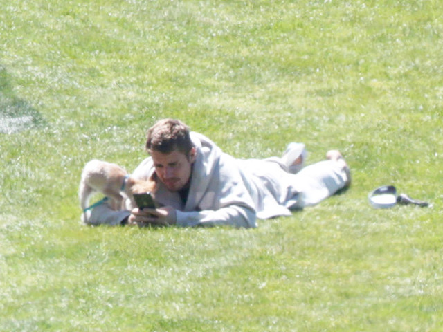 EXCLUSIVE - Justin Bieber Enjoys Down Time With His Pup Oscar