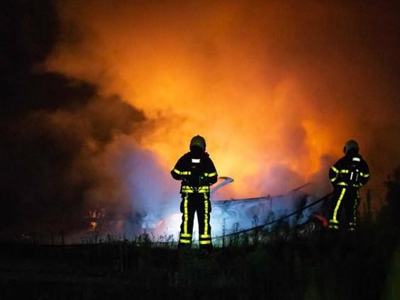 Twee auto's branden volledig uit in Roosendaal