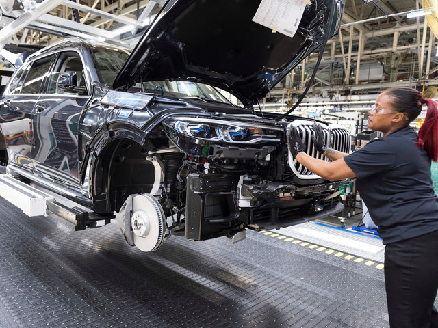 Video: Check Out the BMW X7 Production Line