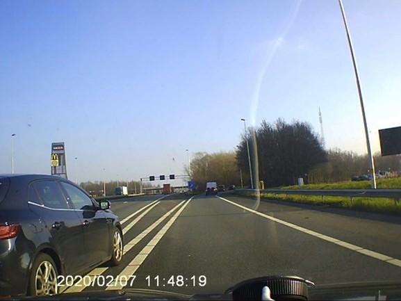 VIDEO   Oost op het Asfalt: Oepsss, afslag gemist, dan maar een ruk aan het stuur...