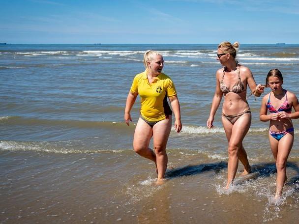Zelfs een ondiep geultje kan al een gevaarlijke stroming in zee veroorzaken