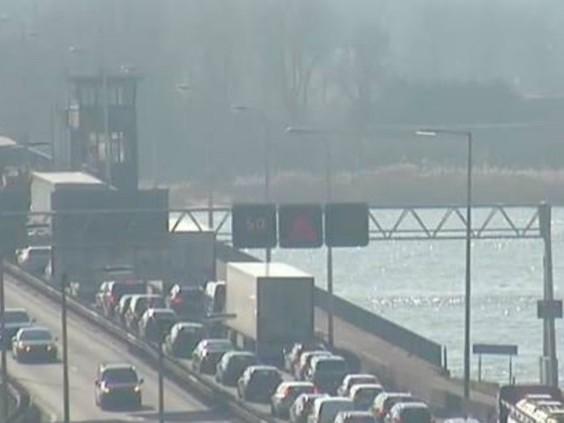 Ongeluk met vrachtwagen met gevaarlijke stoffen op A27 bij Werkendam