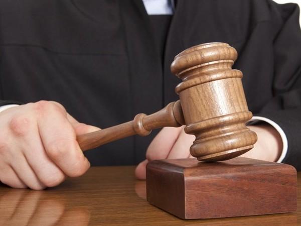 Veroordeelde pastoor blijft misbruik 12-jarige jongen uit Oldenzaal ondanks veroordeling ontkennen