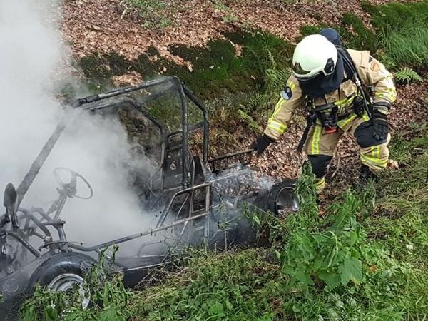 Buggy brandt uit in Ambt Delden, inzittenden met de schrik vrij
