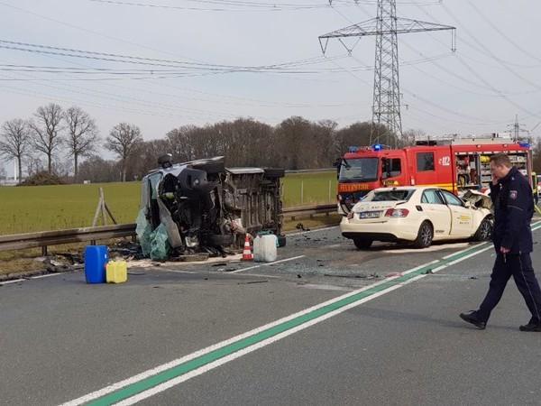Twee doden bij zwaar ongeval vlak over de grens bij Gronau, A35 richting Duitsland dicht