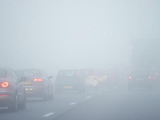 Dichte mist kan vannacht voor problemen op de weg zorgen