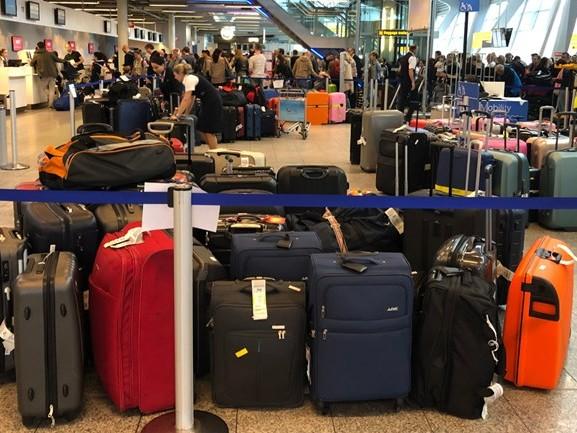 Vijf mensen zonder bagage op reis door storing Eindhoven Airport: derde mankement in twee weken tijd