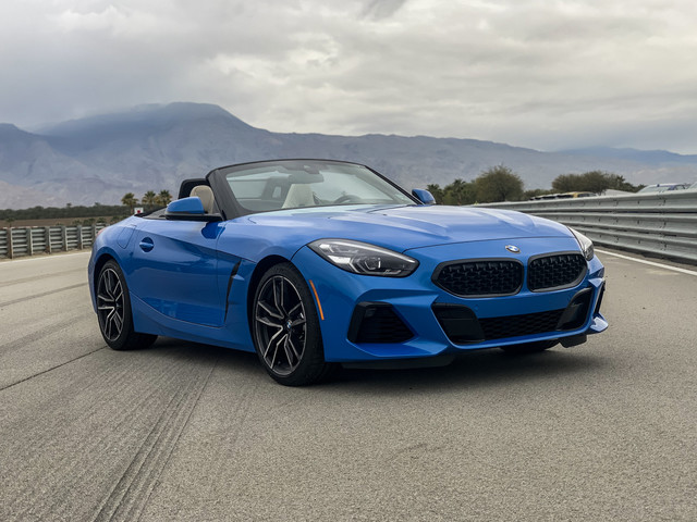 VIDEO: BMW Z4 sDrive30i vs Porsche 718 Bosxter