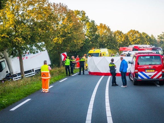 Drie gewonden na botsing in Gemert, slachtoffers zaten bekneld in vrachtwagen en bestelbus