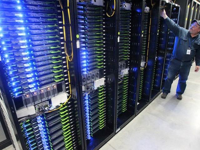 'Algoritmes zijn een vierde macht, waarvoor geen regels gelden'