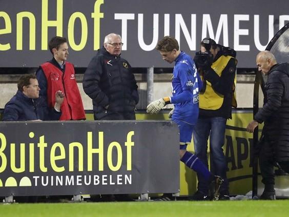 'Gifbeker moet leeg', NAC-goalie Nigel Bertrams maakt blunder en krijgt rode kaart