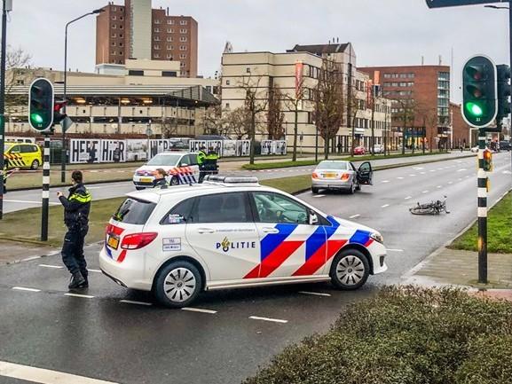Scholiere op de fiets gewond bij aanrijding in Helmond