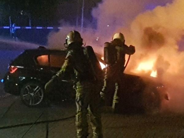 Twee auto's in vlammen op in Hengelo