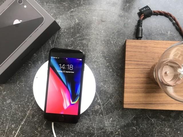 Nieuwe iOS 11-bèta laat geschikte iPhones sneller draadloos opladen