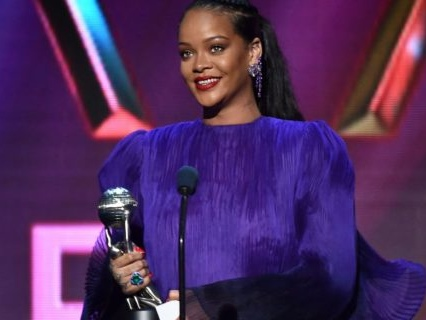 Pure Comedy: Rihanna Calmly Roasts A Fan Who Thinks Wearing Sunscreen Is Seasonal