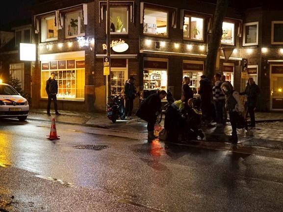 Snorfietser gewond bij aanrijding in Deventer