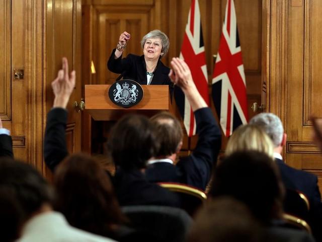 May laat zich niet afleiden en vecht door voor haar brexit-deal