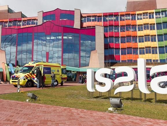 """Minister Bruins: """"Problemen met haperend ziekenvervoer in Overijssel opgelost"""""""