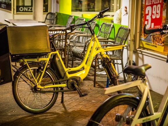 Pizzakoerier mishandeld en beroofd van zijn fiets in Eindhoven