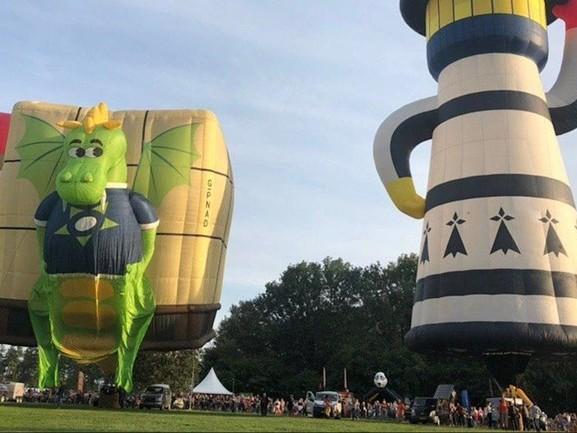 Twente Ballooning: kleurrijk schouwspel boven het Hulsbeek in Oldenzaal