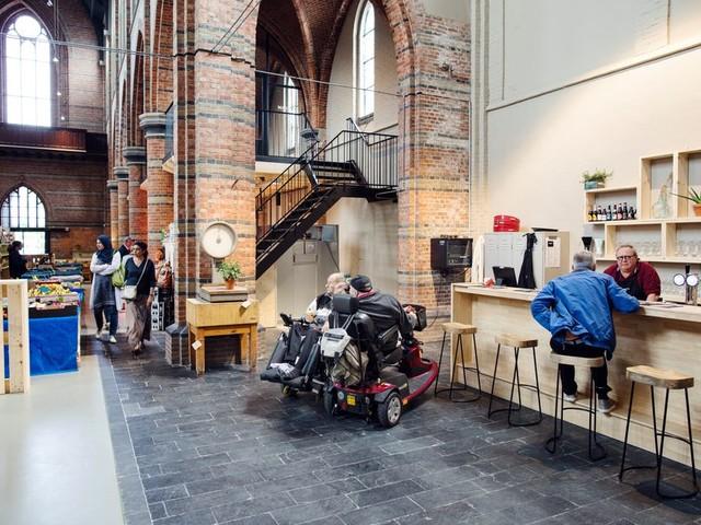 Na tien jaar is de slager weer terug in Sas van Gent, in de kerk