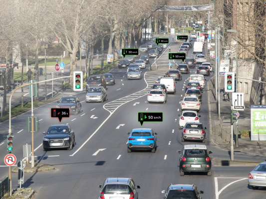 "Audi networks with traffic lights in Düsseldorf; ""Green wave"""