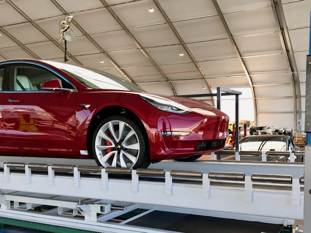 First Tesla Model 3 Dual Motor Performance has come off the line